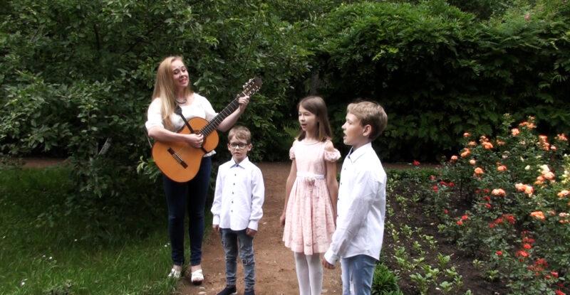 Ксения Мельникова и дети